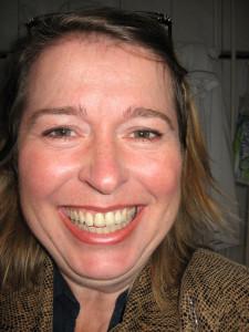 Birgit lauthals lachend smaller